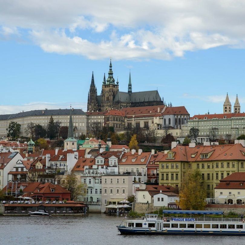 prague sightseeing tour 01 810x810 - prague-sightseeing-tour_01